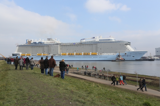 ovation of the seas auf auf der meyer werft