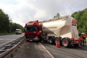 Autobahn 1 Sperrung bei Ascheberg wg. verunglückten Silozug
