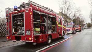 Feuerwehreinsatz der Feuerwehr Unna am Brand der Lagerhalle in Unna