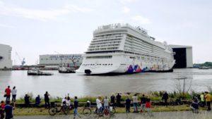 World Dream Kreuzfahrtschiff ! MEYER WERFT PAPENBURG AUSDOCKEN